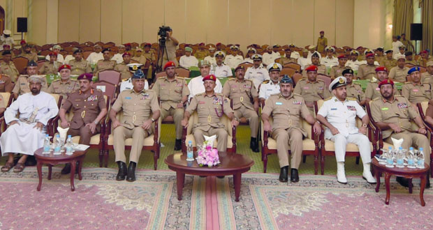 التوجيه المعنوي برئاسة أركان قوات السلطان المسلحة ينظم لقاءً حول حقوق الإنسان