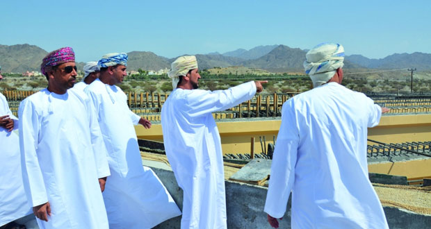 وزير البلديات يتابع عددا من المشاريع المائية والتنموية والخدمات بشمال و جنوب الباطنة
