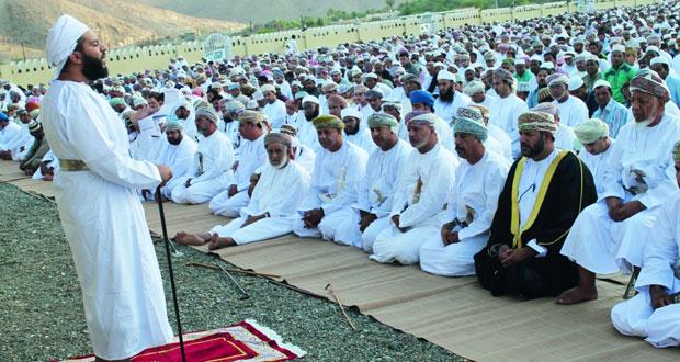 محافظات وولايات السلطنة تحتفل بأول أيام عيد الأضحى المبارك الخطباء