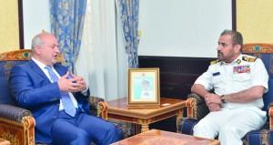 قائد البحرية السلطانية العمانية يستقبل الأمين العام لغرفة التجارة العربية النمساوية