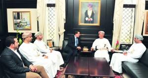 مستشار جلالة السلطان للشؤون الثقافية يستقبل عمرو خالد
