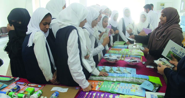 100 شاب يشارك في اليوم الرياضي المفتوح لفريق الصقر بسمائل