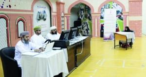 لجنة التصفيات الأولية لمسابقة السلطان قابوس للقرآن الكريم الـ(26) تزور مركز صحار