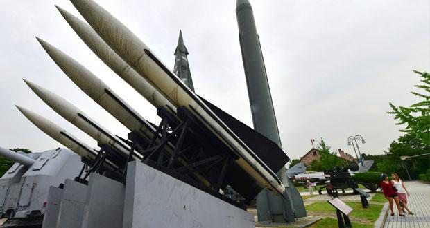 كوريا الشمالية تختبر 3 صواريخ باليستية تسقط في المياه الاقتصادية اليابانية