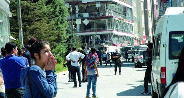 عشرات الجرحى في انفجار (مفخخة) استهدف مقر الحزب الحاكم شرق تركيا