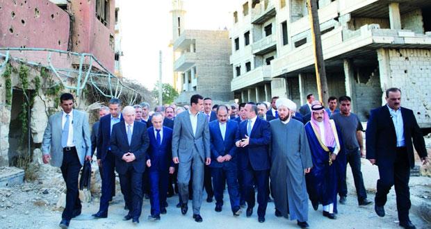 الأسد يصلي العيد بداريا ويؤكد المضي باسترداد كل المناطق من الإرهابيين