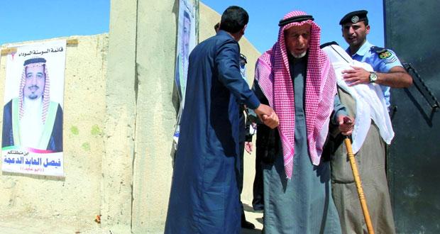 الأردنيون يصوتون لبرلمانهم .. وإقبال كبير على الاقتراع