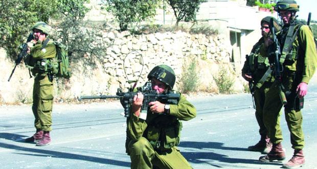 قوات الاحتلال تصيب 3 فلسطينيين وتواصل قمعها بالضفة