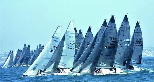 فريق عمان للإبحار يختتم مشاركته الناجحة في بطولة العالم لقوارب الليزر أس.بي20 في البرتغال