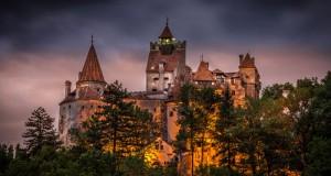 السماح لشخصين بقضاء ليلة في تابوتين في قلعة دراكولا برومانيا