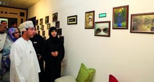 كلية العلوم التطبيقية بنزوى تفتتح معرض القاعة التركوازية