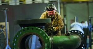 نفط عمان ينخفض بأكثر من دولار .. والأسعار العالمية تهبط مع تنامي الشكوك