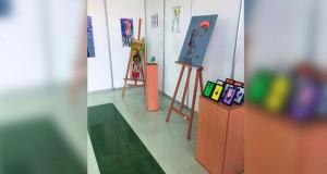 30 عملا فنيا متنوع الثراء الفكري في معرض التشكيلية خلود الرواحية بجامعة نزوى