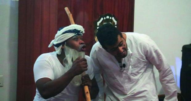 """فرقة الطموح المسرحية تعرض """"صحتي مسؤوليتي"""" بجامعة السلطان قابوس"""