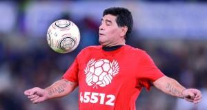 مارادونا ورونالدينيو وتوتي يلعبون من أجل السلام