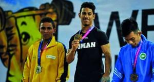 أول ميدالية ذهبية عالمية للسلطنة في رفع الأثقال