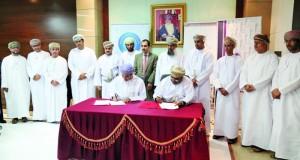التوقيع على اتفاقية تشغيل مركز الخلية للأعمال بكلية العلوم التطبيقية بصور