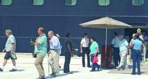 """ميناء صلالة يستقبل 648 سائحاً على متن الباخرة """"ازامارا جورني"""""""