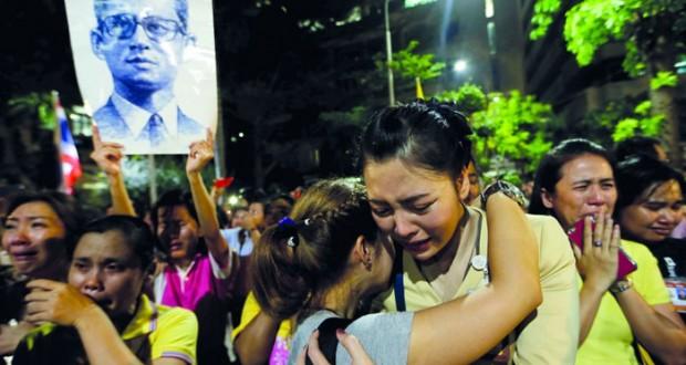 وفاة ملك تايلاند وإعلان حالة الحداد عاما