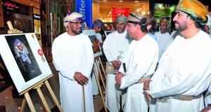افتتاح معرض مسابقة التصوير الضوئي على هامش مهرجان التمور العمانية