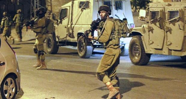 الاحتلال يغتال طفلا بغزة ويطلق العنان لآلياته لاستباحة منازل الشهداء