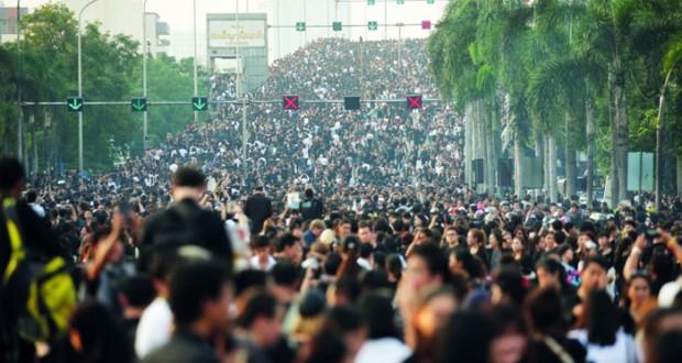 الآلاف يحتشدون في شوارع بانكوك لتوديع ملك تايلاند