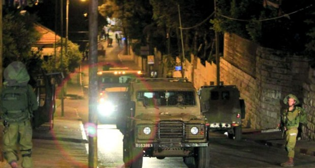 الاحتلال يعتقل عشرات الفلسطينيين بينهم أطفال في مداهمات بالضفة والقدس
