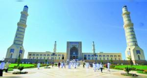 بتكليف من جلالة السلطان وزير الدولة ومحافظ ظفار يفتتح جامع السلطان قابوس بولاية صحار