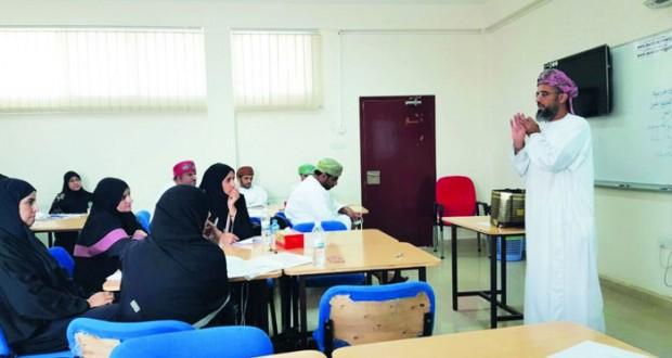برنامج تربوي بتعليمية مسقط حول إستراتيجيات الأنشطة المدرسية