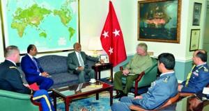 الأمين العام بوزارة الدفاع يلتقي بمدير السياسات والخطط بهيئة الأركان المشتركة الأميركية