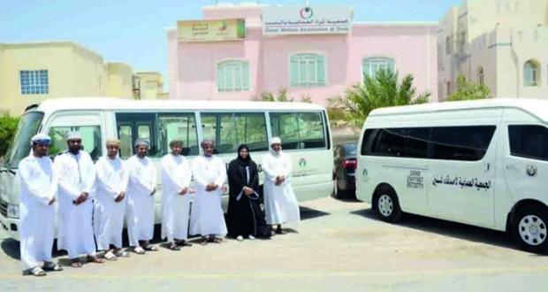 الشركة العمانية للغاز الطبيعي المسال تتبرع بحافلات لأربع جمعيات