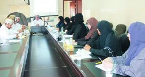 لجنة حماية الطفل من العنف والإستغلال والإساءة بالداخلية تستعرض عدداً من الحالات