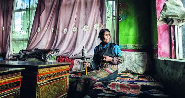 تكريم حمد الغنبوصي بالحفل الختامي للمهرجان الدولي للتصوير بالشارقة