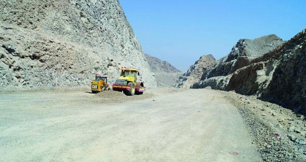 النقل والاتصالات: 57 مليون ريال إجمالي تكلفة مشاريع الطرق الجاري تنفيذها بمحافظة مسندم