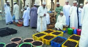 سوق نزوى بين الماضي العريق والحياة المعاصرة