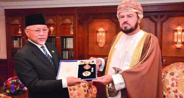 جلالة السلطان يمنح وسام النعمان لسفير بروناي دار السلام