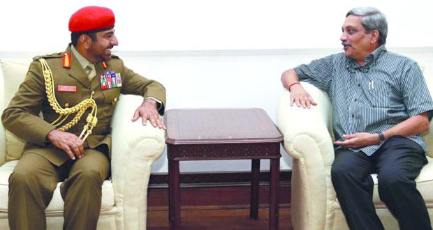 قائد الجيش السلطاني العماني يلتقي وزير الدفاع بجمهورية الهند