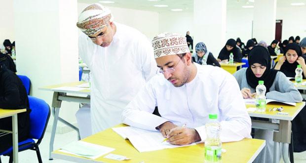231 طبيبًا يجرون (امتحان القبول) لإكمال دراستهم التخصصية بالمجلس العماني للاختصاصات الطبية للعام الأكاديمي (2017/ 2018م)