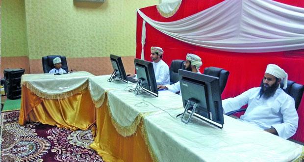 لجنة التصفيات الأولية لمسابقة السلطان قابوس للقرآن الكريم الـ (26) تزور مركز قريات