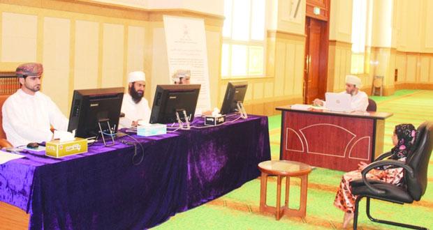 لجنة التصفيات الأولية لمسابقة السلطان قابوس للقرآن الكريم الـ (26) تستمع للمشاركين بمركزي ابراء وصور
