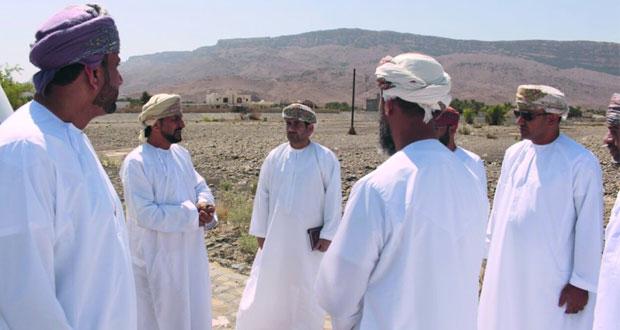 وزير البلديات يطلّع على المشاريع الخدمية بالظاهرة والبريمي