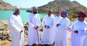 زيارة ميدانية لعدد من المسؤولين لتفقد احتياجات القرى الشرقية بمحافظة مسقط