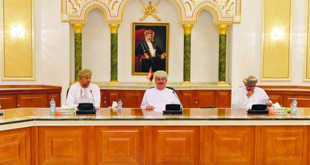 رئيس بلدية مسقط يطلع على مشروع آلية توحيد الإجراءات والخدمات البلدية بالسلطنة