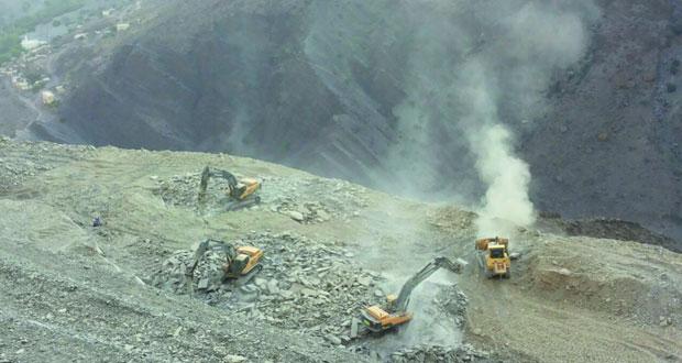 تواصل مشاريع شق طرق مصيرة الشريقيين ومصيرة الجواميد ومصيرة الرواجح بالجبل الأخضر