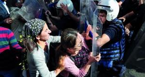 تركيا: احتجاجات وقطع للإنترنت بعد اعتقال مسؤولين في ديار بكر