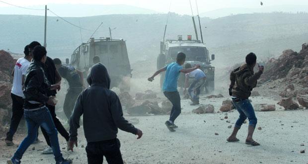 قوات الاحتلال تفتح النار في نعلين وتشن حملة اعتقال وقمع بالضفة