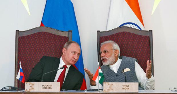 الهند وروسيا توقعان اتفاقيات دفاعية تشمل صواريخ ومروحيات وفرقاطات