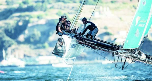 قارب الطيران العُماني يواصل أداءه القوي ويتأهب للأميال الأخيرة من الجولة