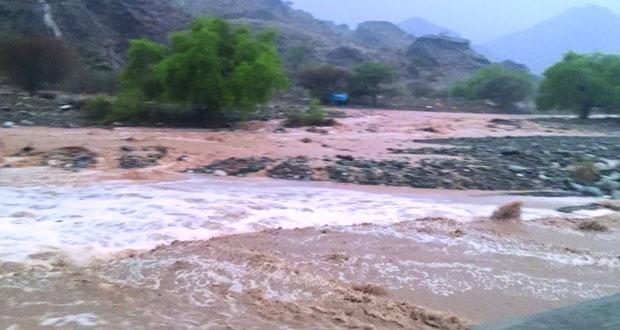 أمطار بين المتوسطة والغزيرة بالرستاق