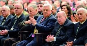 (فتح) تعلن انطلاق أعمال مؤتمرها السابع وتنتخب بالإجماع عباس رئيساً للحركة